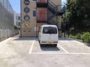 トランクルーム前の駐車場