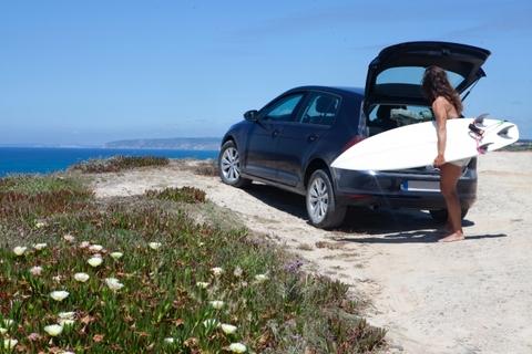 車とサーフボード